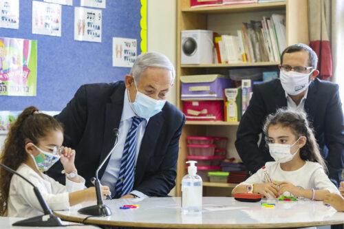 Профессор Гамзу: школы — главный источник заражений, их надо закрыть немедленно