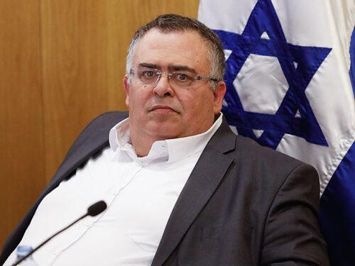 Управление регистрации населения открывает и закрывает въезд в Израиль без всякого контроля