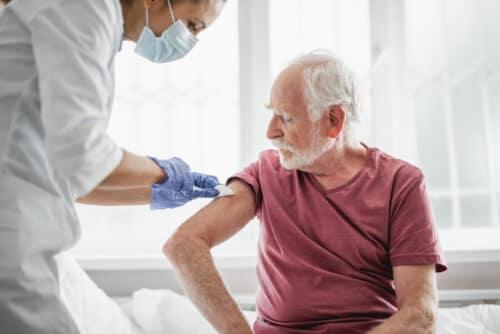 Богатые страны получат вакцины, бедные пока будут жить с коронавирусом