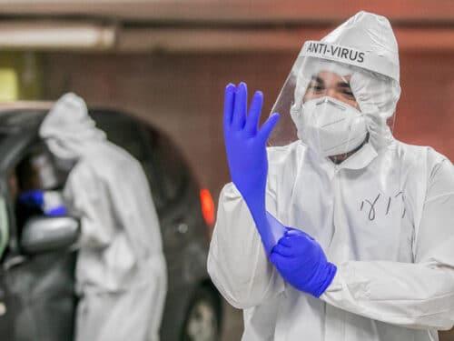 За сутки в Израиле выявлено почти 4000 новых заразившихся