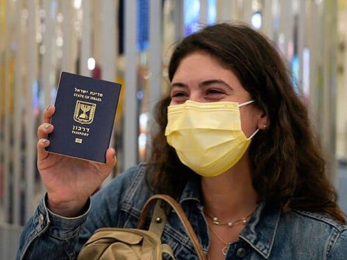 МВД подтверждает: «даркон» выдается репатриантам на год, через год будет продлен только проживающим в Израиле