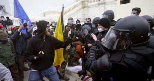 Появилось видео штурма Капитолия, на котором слышно команды на русском