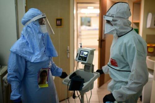 10 вакцинированных сотрудников в больнице «Ихилов» заразились коронавирусом