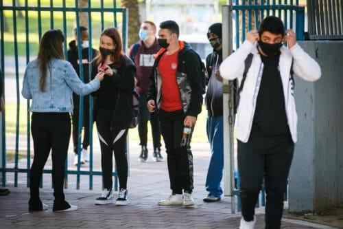 Минздрав Израиля предлагает учить детей во дворе и через день