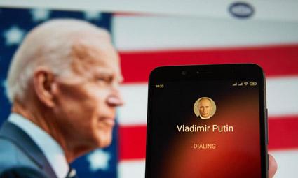 США вводят экономические санкции против России и изгоняют 10 российских дипломатов