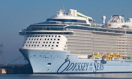 Круизный корабль Odyssey of the Seas вошел в порт Хайфы впервые после начала пандемии
