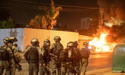 В Израиле — погромы в Бат-Яме, линч в Акко, еврейско-арабские беспорядки по всей стране