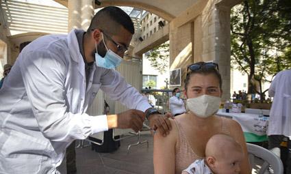 В Израиле не сделавшие третью прививку с 1 октября будут считаться невакцинированными